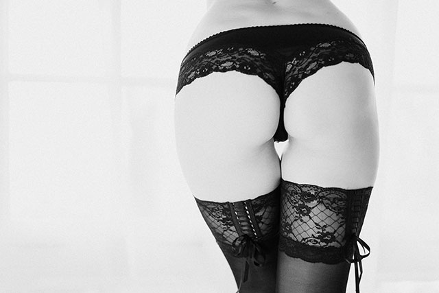 Dress to Impress for Boudoir Photography in the Italian Style at fabyandcarlo.com - Bum of a woman tastefully shown