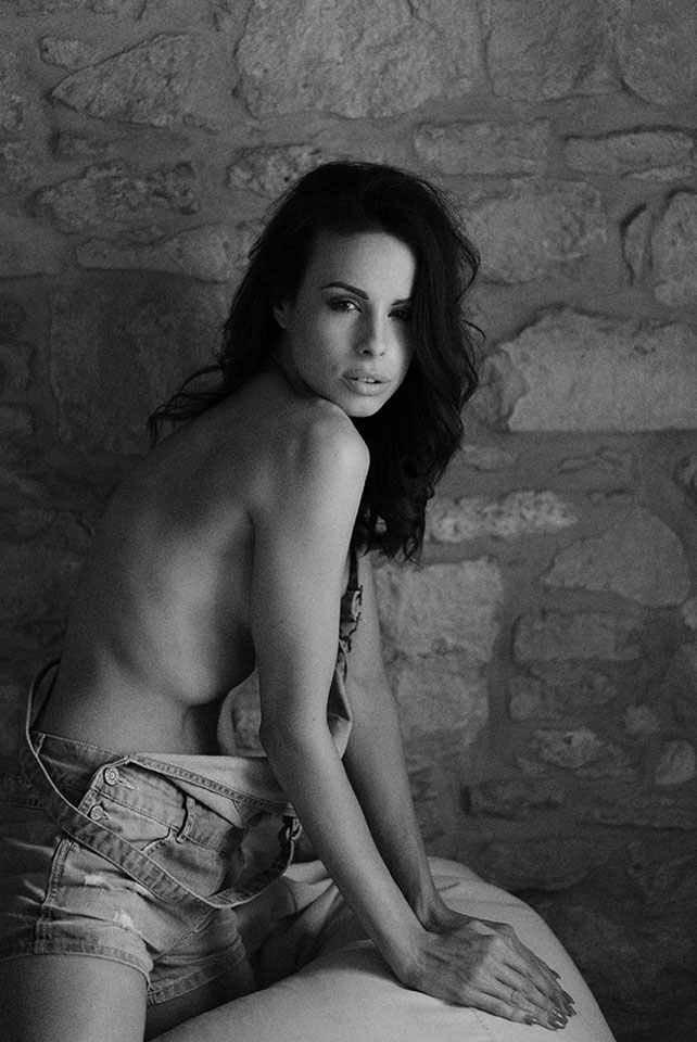 Fuji X-Pro2 in the hands of a Boudoir photographer by Faby and Carlo