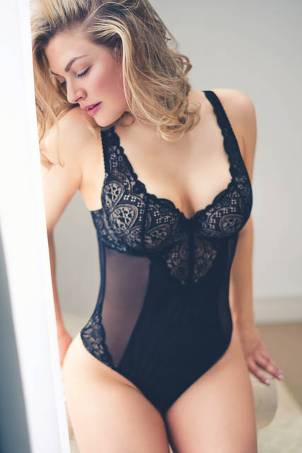 Boudoir photo shoot ideas for plus size by Faby and Carlo