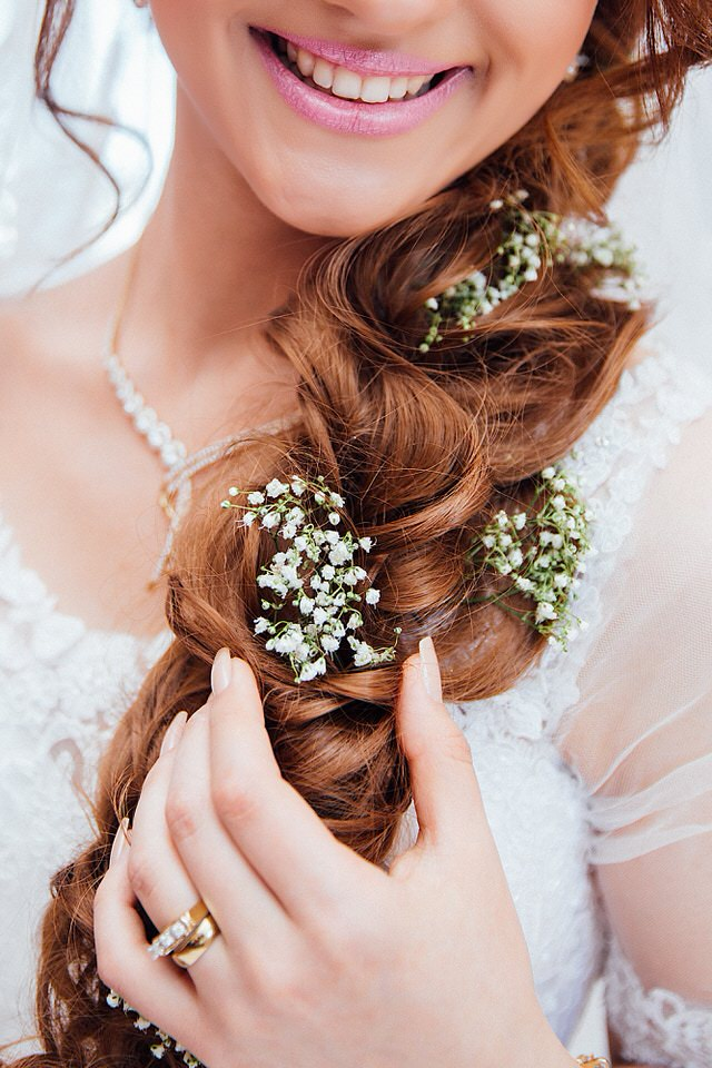 Close up photo showing the details of flowers in bride's hair